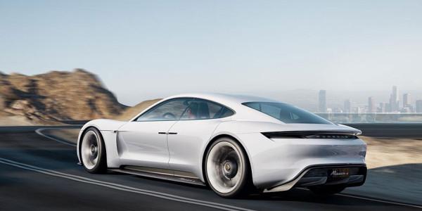 Studie: Porsche Car Connect lässt sich das Konzeptfahrzeug per Tablet konfigurieren [IAA 2015]