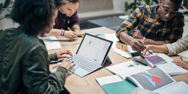 Microsoft Umfrage: Arbeitgeber und Lehrer einig: Ethische Grundlagen der digitalen Welt gehören in den Lehrplan